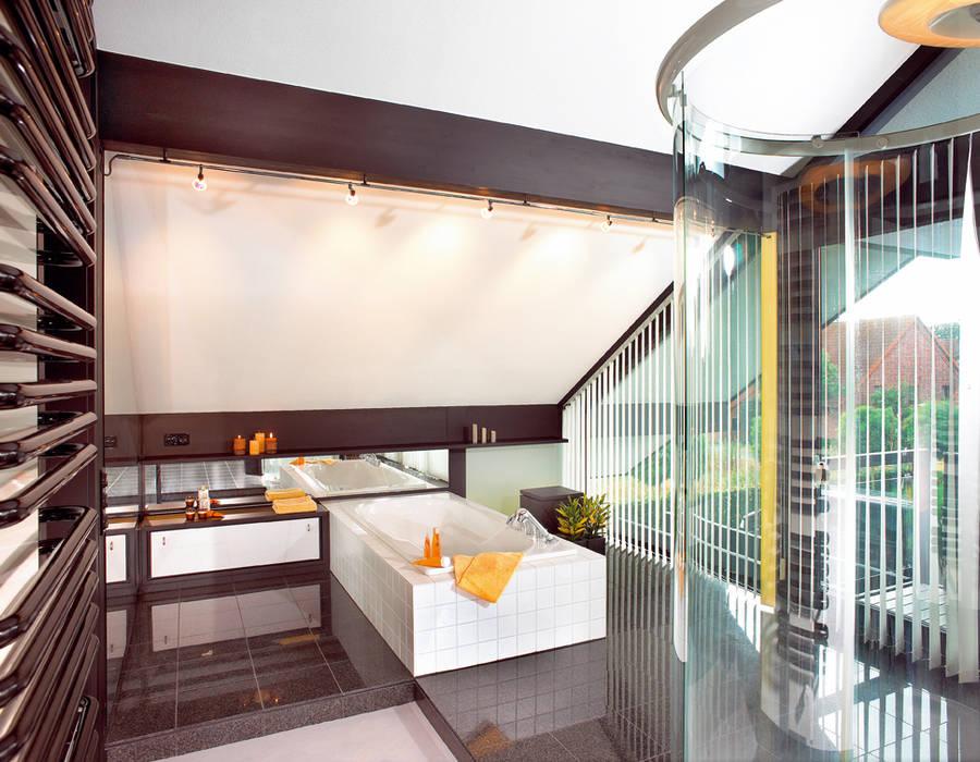 Modernes Holzhaus in Hannover:  Badezimmer von DAVINCI HAUS GmbH & Co. KG