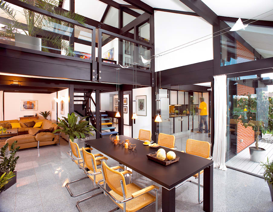 Modernes Holzhaus in Hannover:  Esszimmer von DAVINCI HAUS GmbH & Co. KG