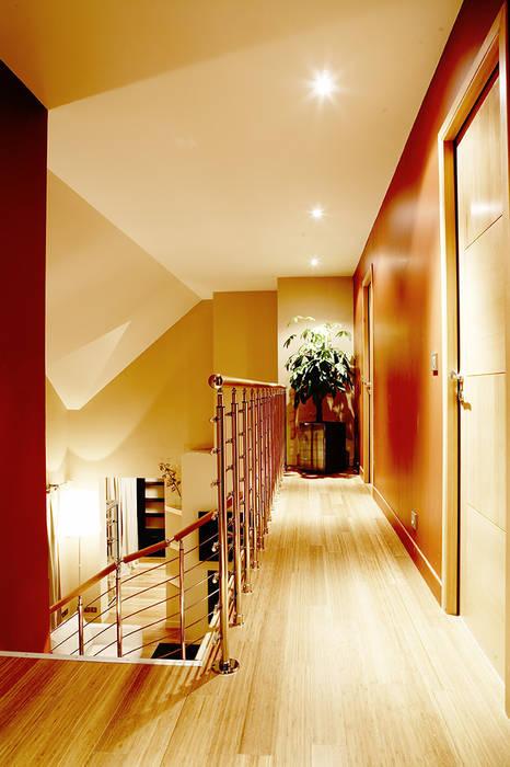 www.karineperez.com Couloir, entrée, escaliers modernes par Agence KP Moderne