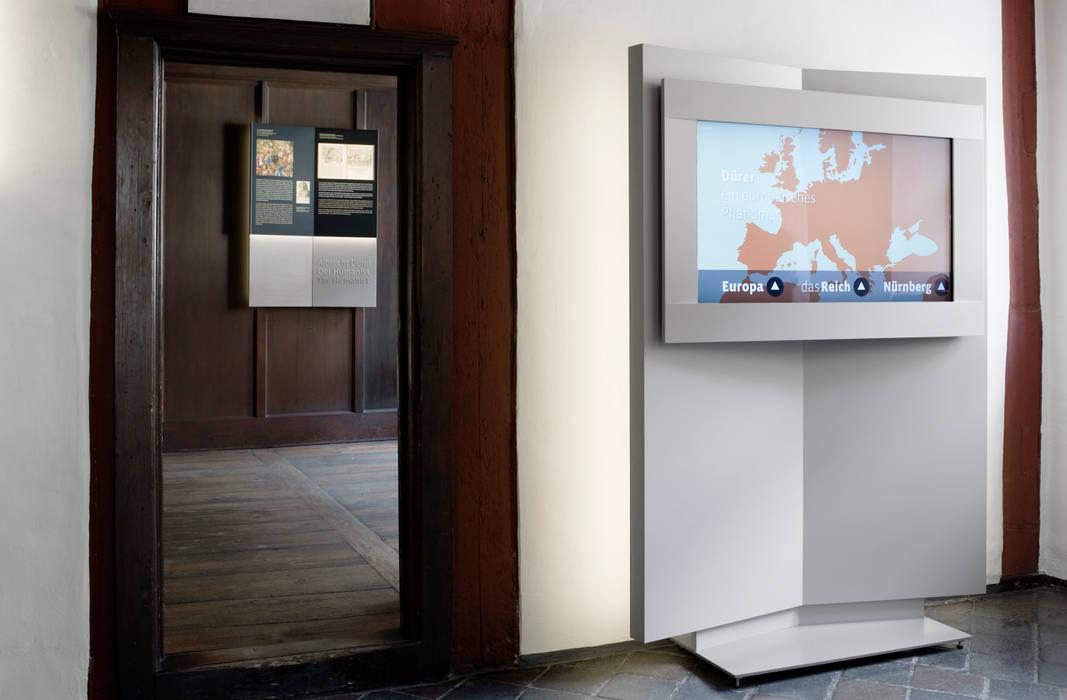 Multimedia Display Moderner Multimedia-Raum von Marius Schreyer Design Modern