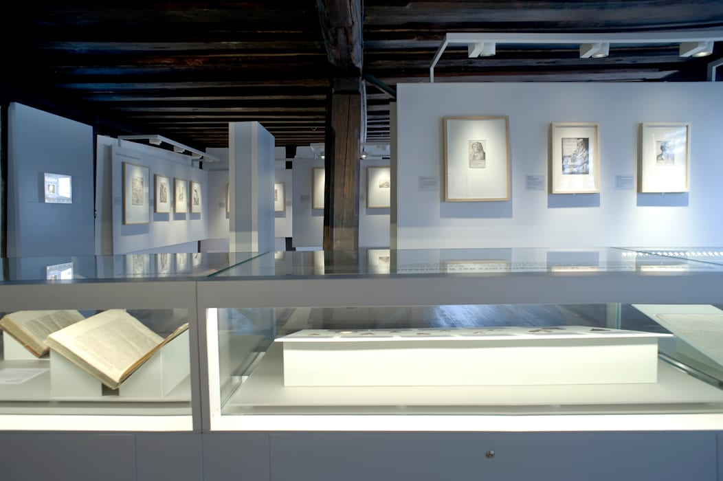 Ausstellungsraum:  Multimedia-Raum von Marius Schreyer Design