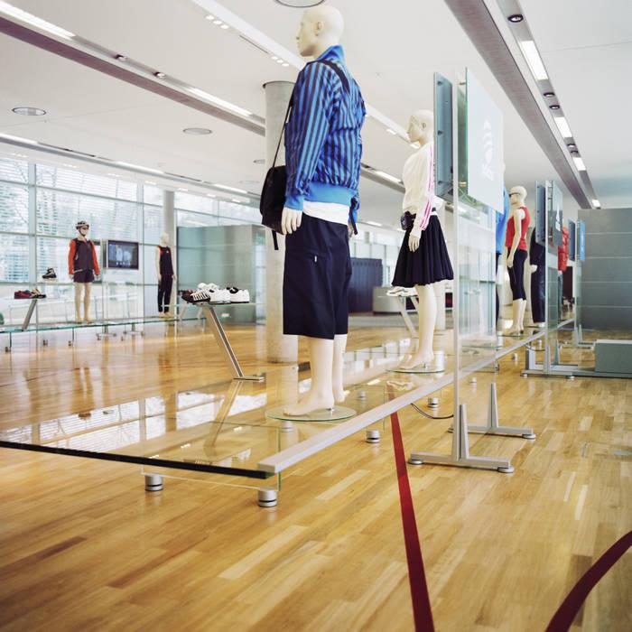 Markenpräsentation Moderner Multimedia-Raum von Marius Schreyer Design Modern