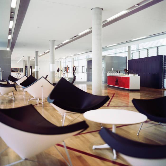 Empfang - Wartebereich:  Geschäftsräume & Stores von Marius Schreyer Design