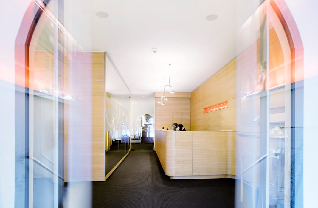 Empfang - Rezeption Moderner Multimedia-Raum von Marius Schreyer Design Modern