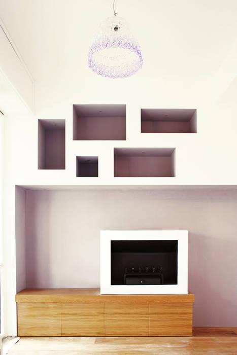 casa LM: Soggiorno in stile in stile Moderno di CAFElab studio