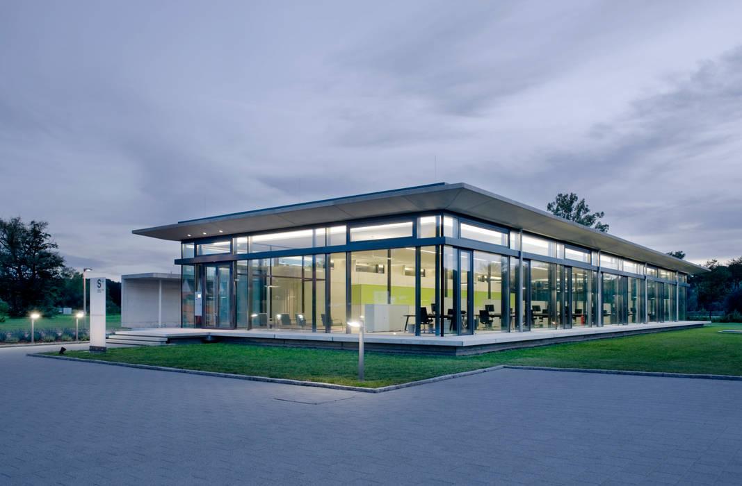 Schmitt+Sohn Aufzüge, Niederlassung Coburg:  Geschäftsräume & Stores von Marius Schreyer Design