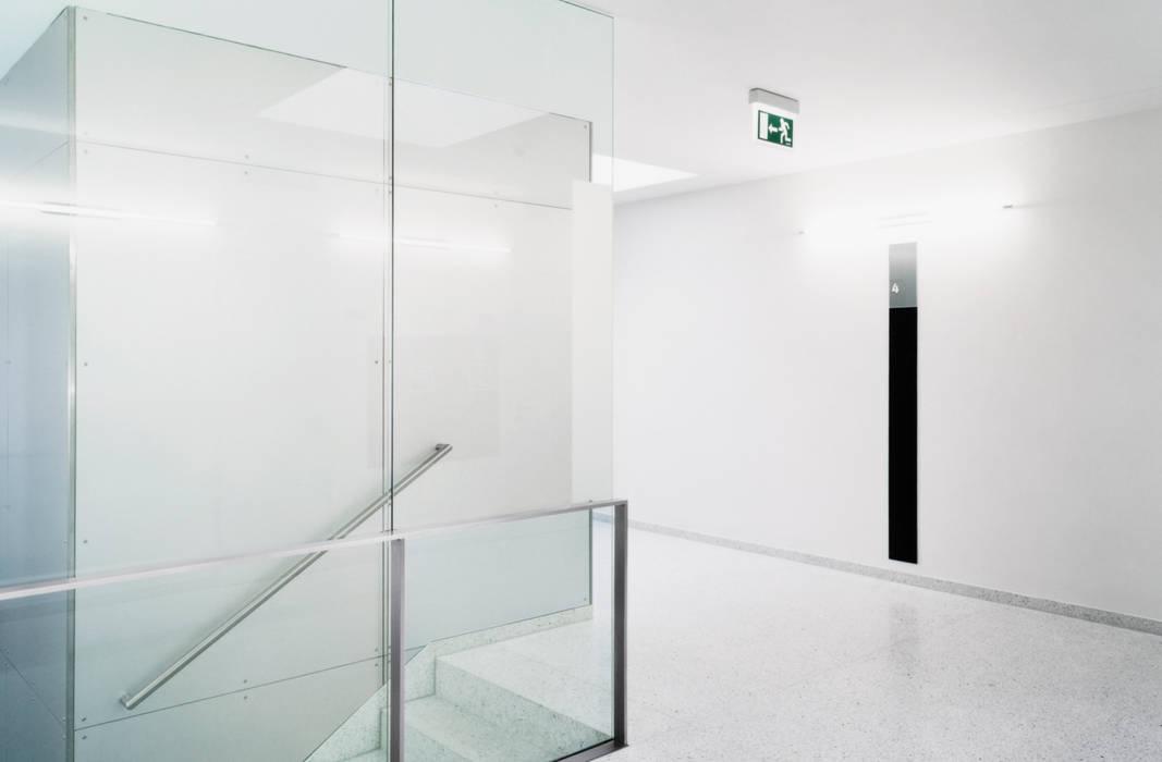 Eckart Werke Haus 56 Marius Schreyer Design Moderner Multimedia-Raum