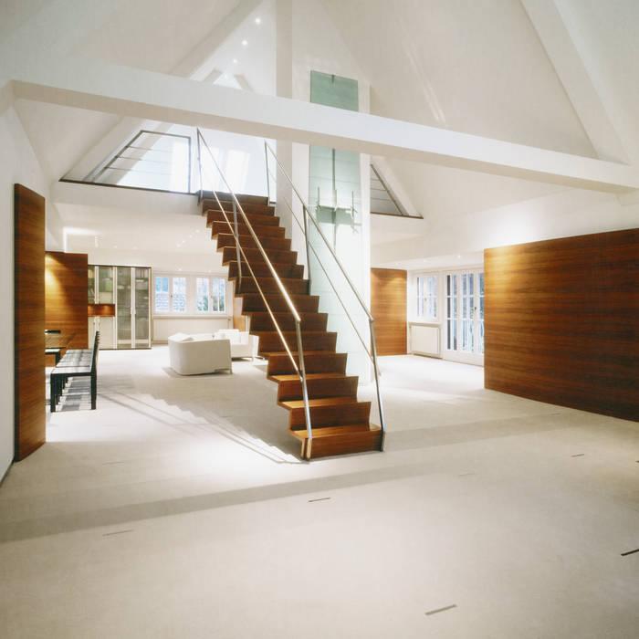 Privathaus in Nürnberg:  Wohnzimmer von Marius Schreyer Design