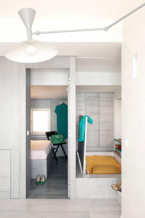 モダンスタイルの 玄関&廊下&階段 の gosplan architects モダン