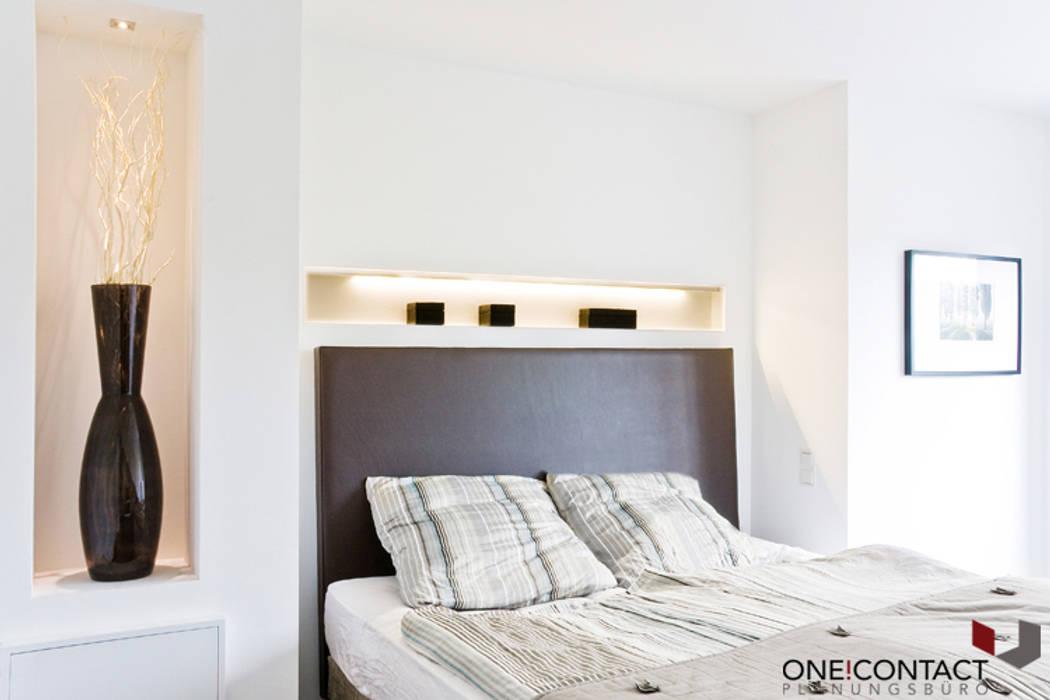 TANZ AUS DER REIHE:  Schlafzimmer von ONE!CONTACT - Planungsbüro GmbH
