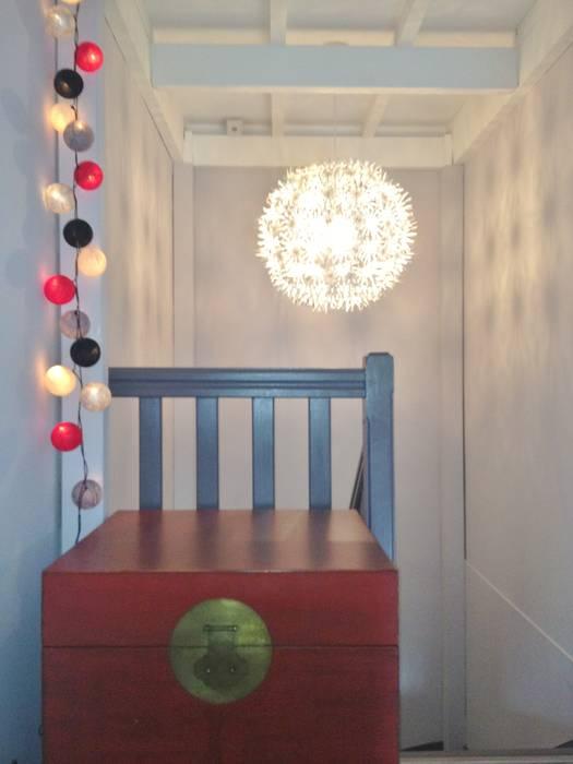 Pallier: Couloir et hall d'entrée de style  par HOME feeling