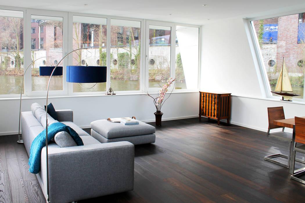 Wohnbereich mit Panoramablick:  Wohnzimmer von FLOATING HOMES
