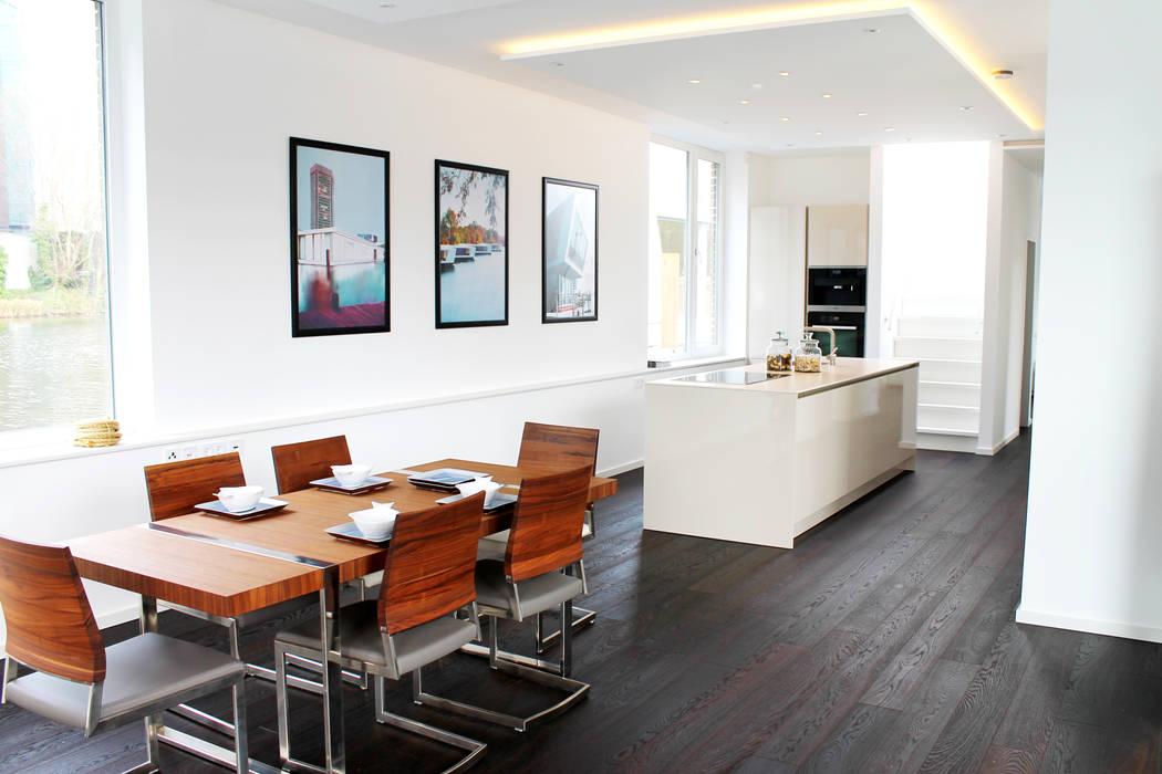 Offene Küche mit Essbereich: ausgefallene Esszimmer von FLOATING HOMES
