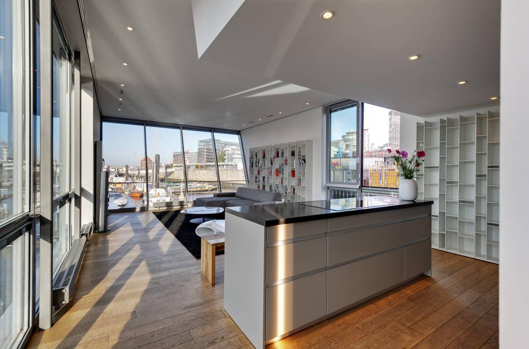 Mit offener küche: wohnzimmer von floating homes | homify