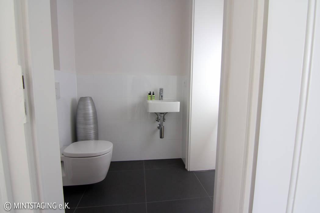 Bad mit Comfort Moderne Badezimmer von MINTSTAGING e.K. Agentur für Interior Design & Raumkonzepte Modern