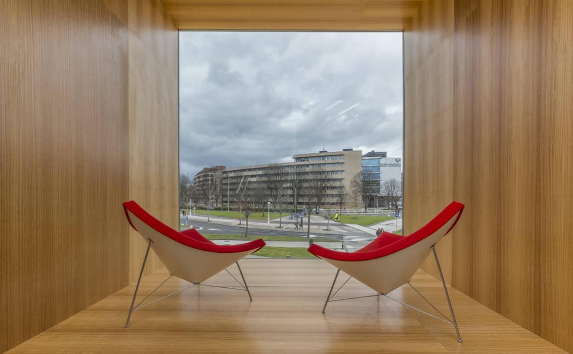 Escuelas de estilo  por JAAM sociedad de arquitectura, Moderno