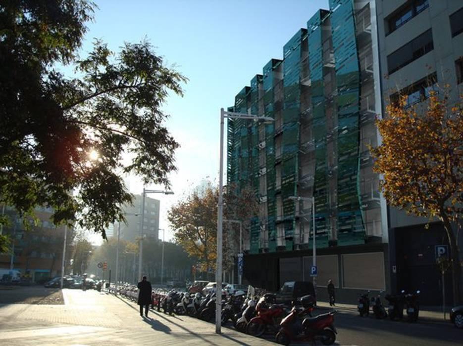 REFORMA FACHADA: Casas de estilo moderno de DIAGONARC scp