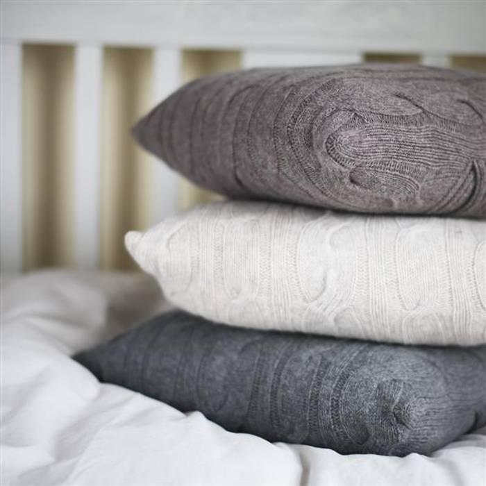 Lambswool cushions par Decorum Moderne