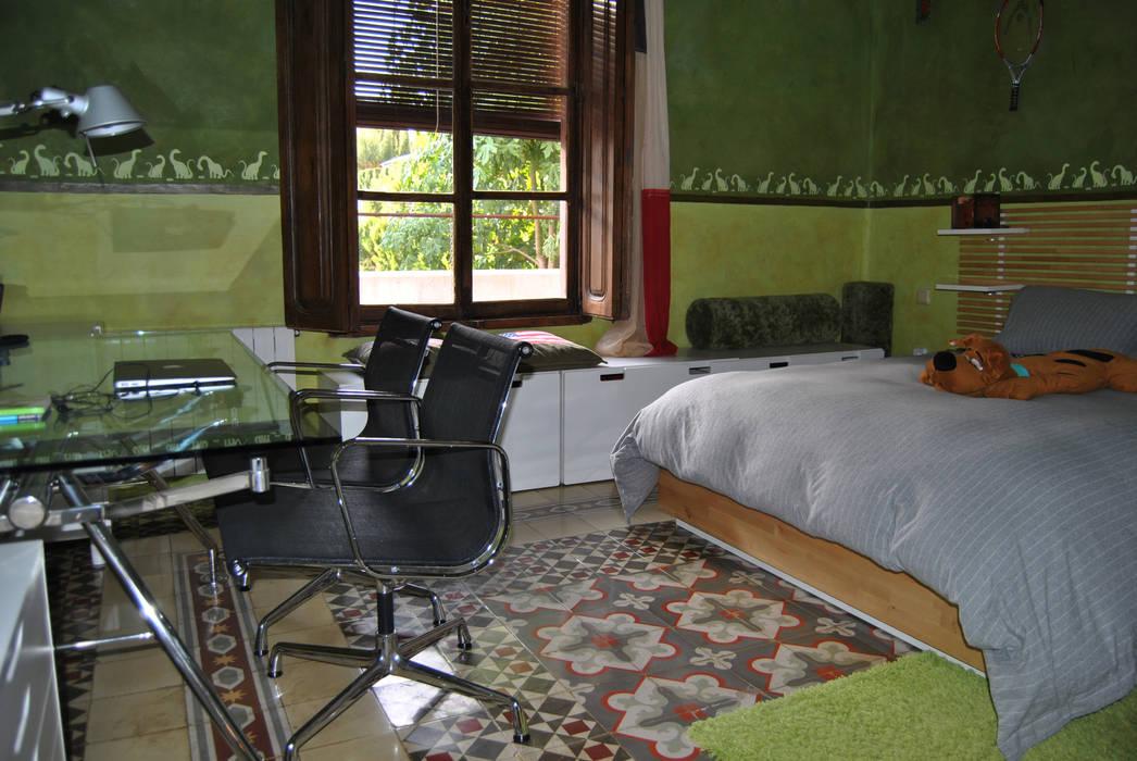 Baldosa hidráulica recuperada.: Dormitorios de estilo  de Anticuable.com