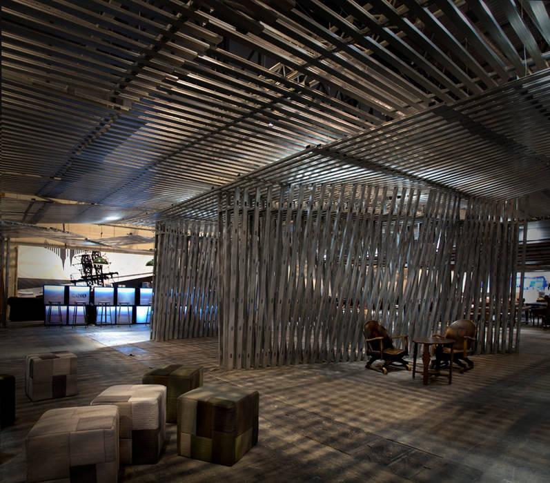 """""""The Cave"""" Sala VIP ARCOmadrid 2013:  de estilo  de Q:NØ Arquitectos"""