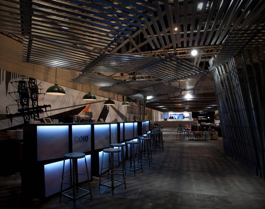 Bar Sala VIP ARCOmadrid 2013: Oficinas y Tiendas de estilo  de Q:NØ Arquitectos