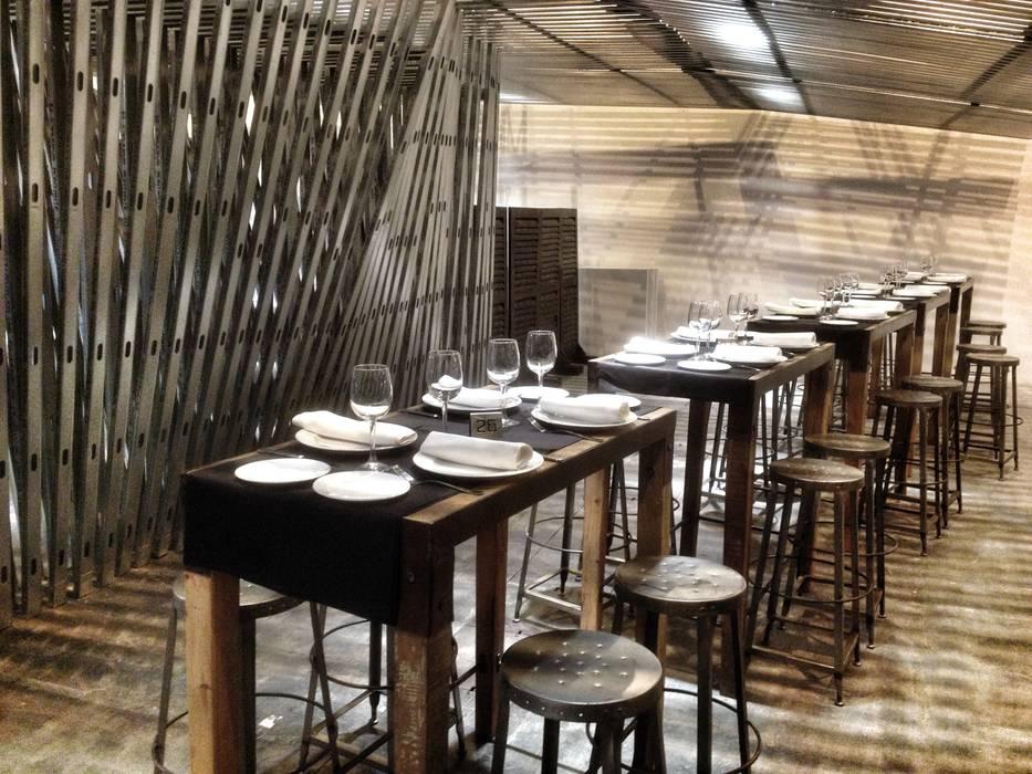 Restaurante Sala VIP ARCOmadrid 2013: Comedores de estilo industrial de Q:NØ Arquitectos