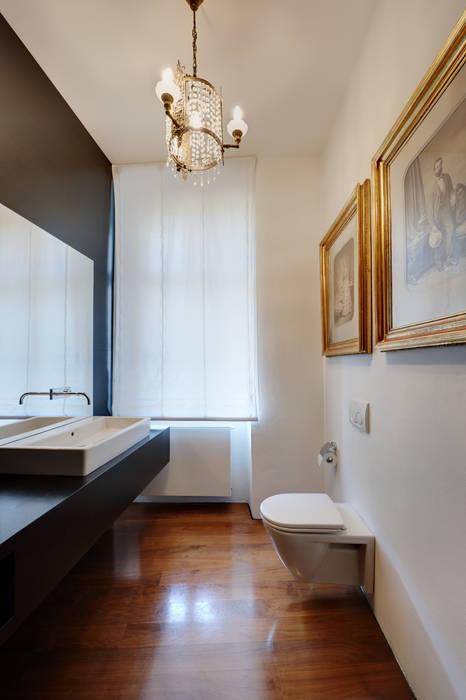浴室 by Christian Schwienbacher,