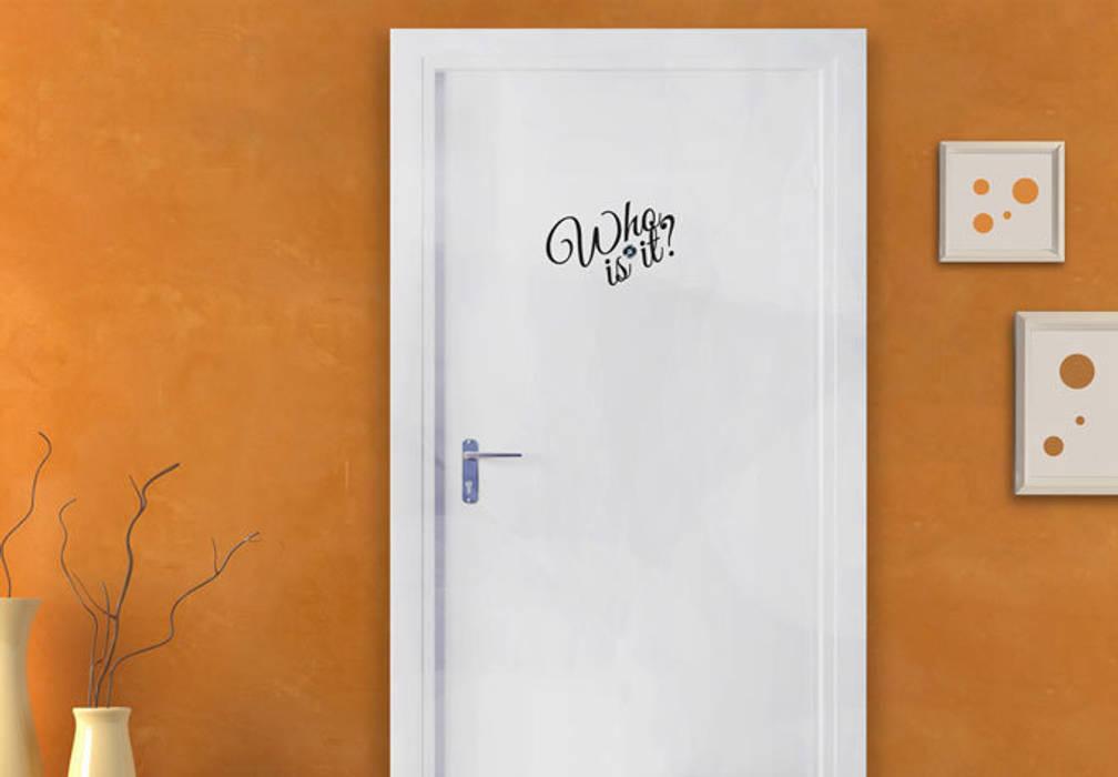 Türspion Who is it? Ausgefallener Flur, Diele & Treppenhaus von K&L Wall Art Ausgefallen