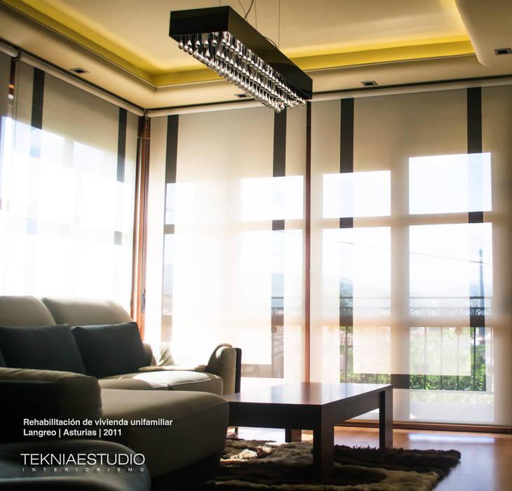 Equilibrio Salones de estilo moderno de TEKNIA ESTUDIO Moderno