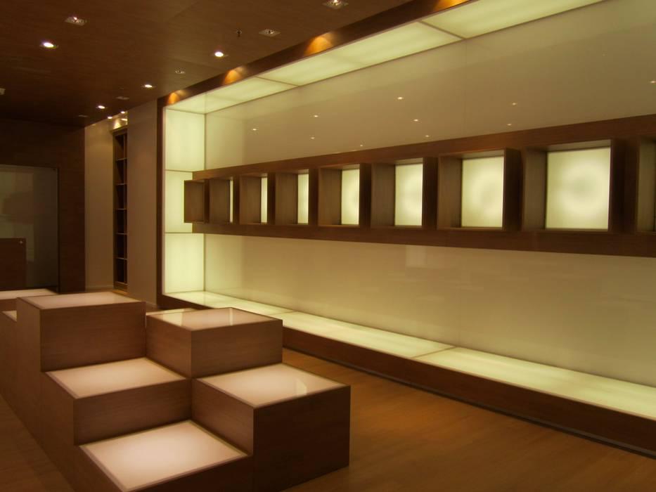Ernesto Fusco Oficinas y tiendas Vidrio Blanco