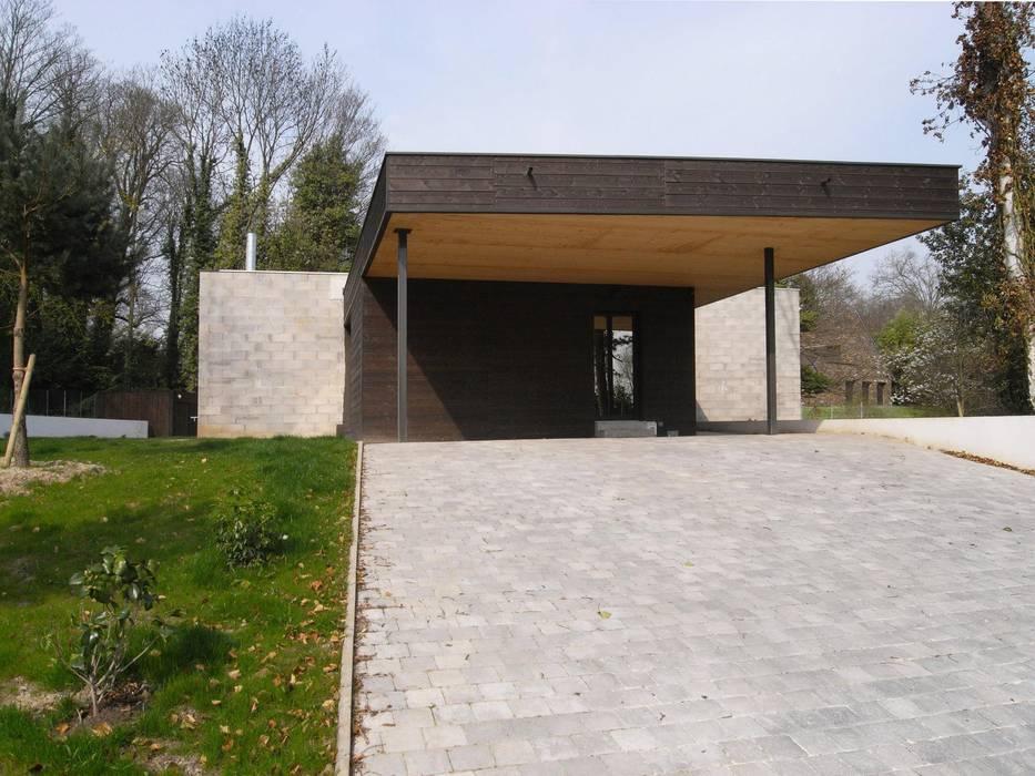 War House Allegre + Bonandrini architectes DPLG Garage / Hangar modernes