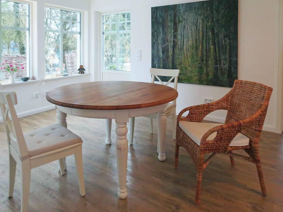 Ausziehbarer Esstisch mit Tischplatte aus Alteiche von Lignum Möbelmanufaktur GmbH Skandinavisch