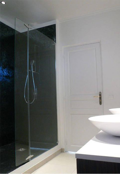 浴室 根據 Delphine Gaillard Decoration