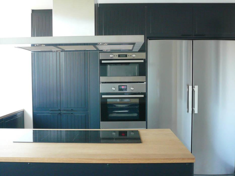 現代廚房設計點子、靈感&圖片 根據 Delphine Gaillard Decoration 現代風