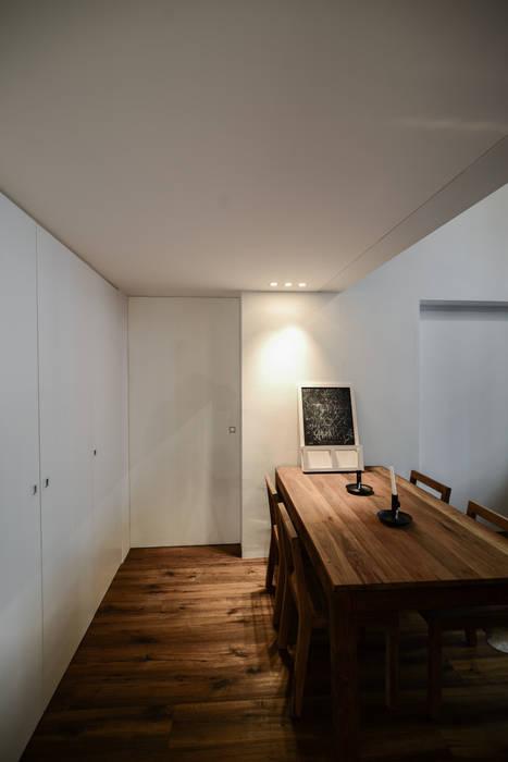 021_Appartamento in centro storico MIDE architetti Sala da pranzo moderna
