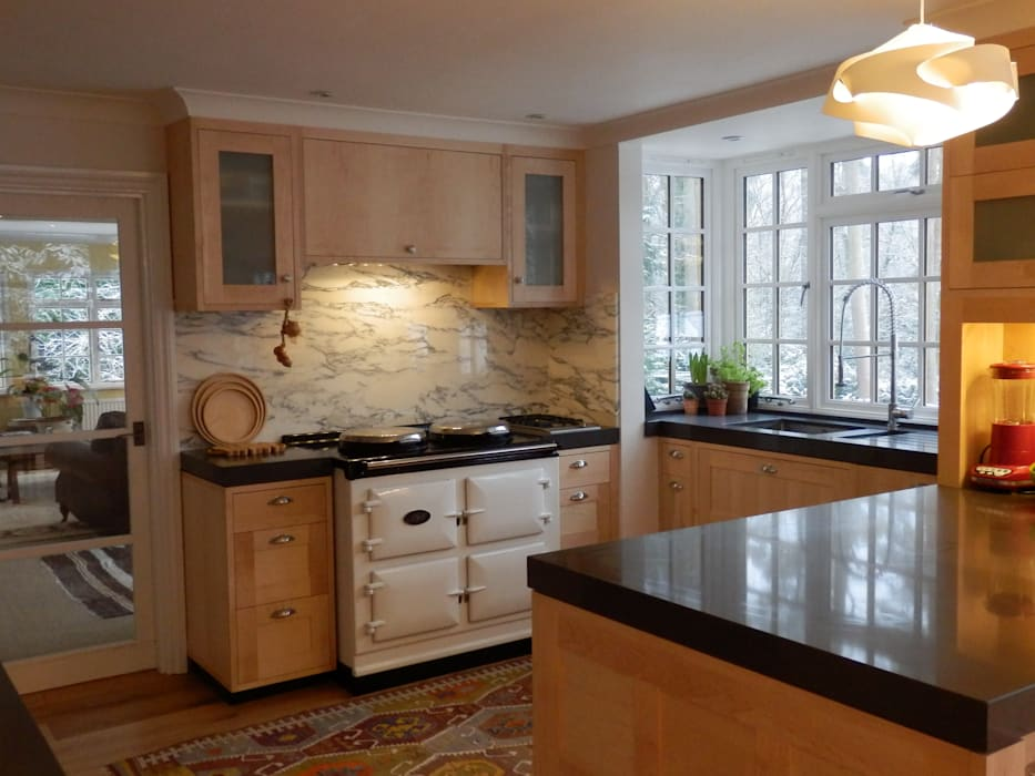 kitchen TV area Modern kitchen by inclover Modern