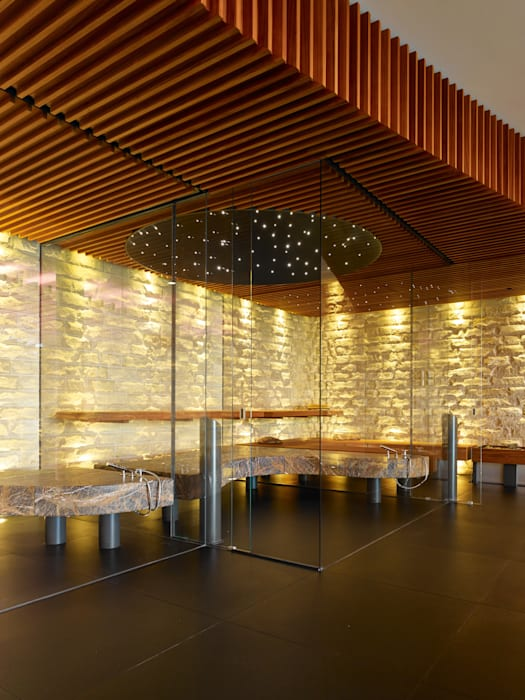 Private wellness area 根據 Tobias Link Lichtplanung 現代風