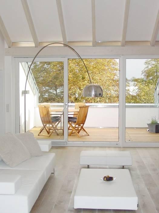Bolz Licht und Wohnen · 1946 Classic style balcony, veranda & terrace