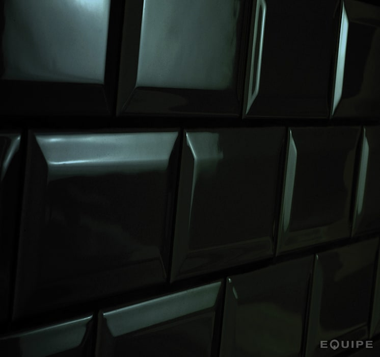Metro Black Matt 7,5x15: Bodegas de estilo moderno de Equipe Ceramicas