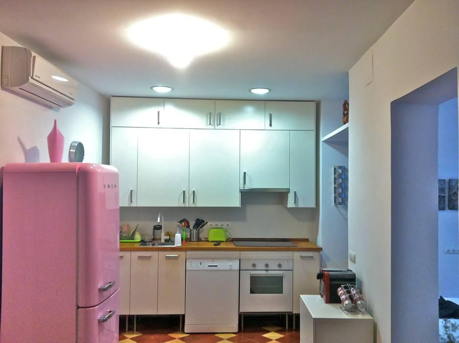 loft en Madrid: Cocinas de estilo ecléctico de Alacet
