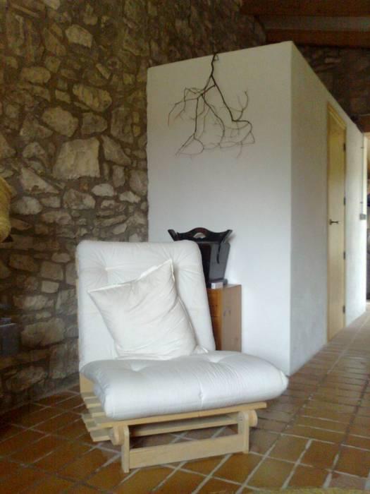 rehabilitación de casa en Mequinenza Pasillos, vestíbulos y escaleras de estilo rural de Alacet Rural