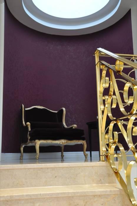 Stiegenaufgang klassisch sachlich mediterran:  Flur & Diele von Elke Altenberger Interior Design & Consulting