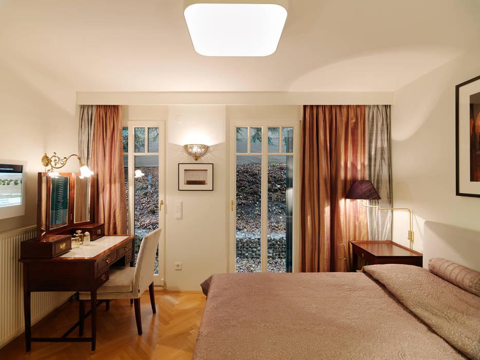 Ladies Room - Apartment:  Schlafzimmer von Elke Altenberger Interior Design & Consulting