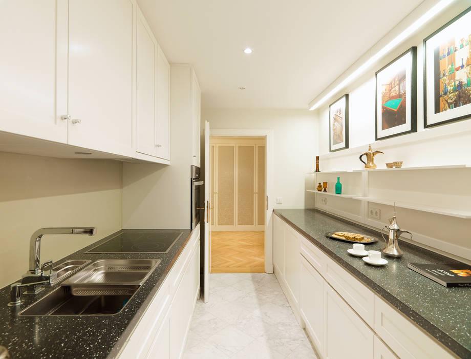 Küche Appartment Ausgefallene Küchen von Elke Altenberger Interior Design & Consulting Ausgefallen