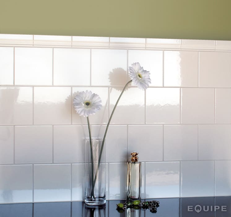 Evolution Blanco Brillo 15x15 : Baños de estilo moderno de Equipe Ceramicas