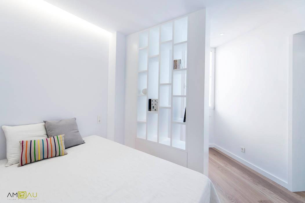 ATICO EN JOAQUIN COSTA: Dormitorios de estilo  de amBau Gestion y Proyectos, Ecléctico