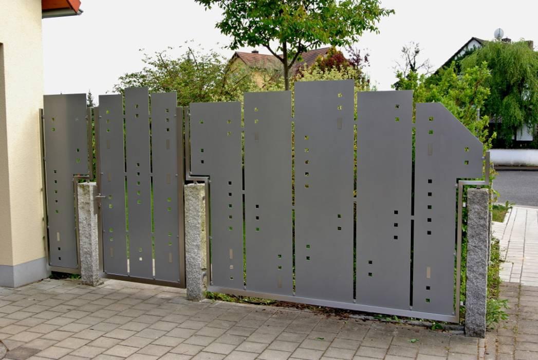 Visual Barriers Vườn phong cách hiện đại bởi Edelstahl Atelier Crouse - individuelle Gartentore Hiện đại