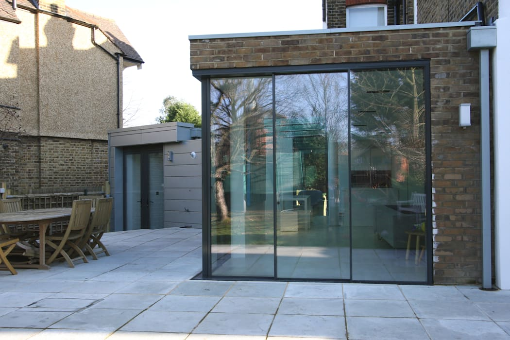 Dovercourt Road Extension:  Dining room by IQ Glass UK