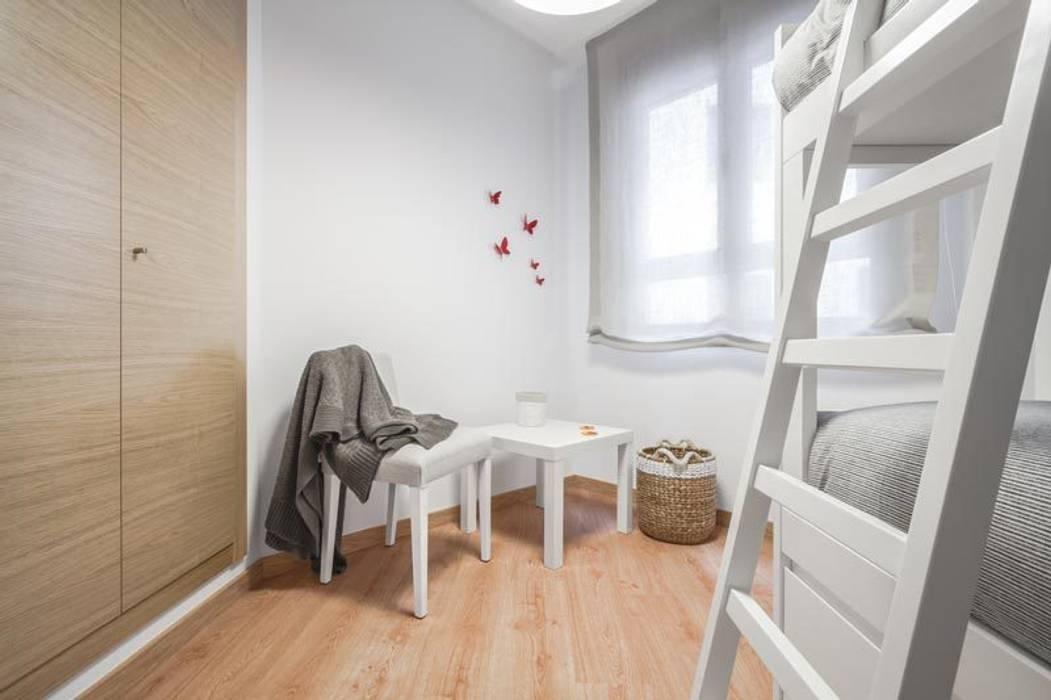 Habitación infantil: Dormitorios infantiles de estilo mediterráneo de Laura Yerpes Estudio de Interiorismo