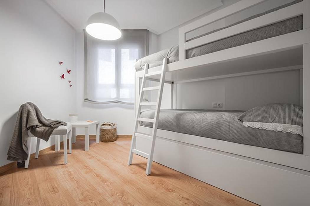 Habitación infantil : Dormitorios infantiles de estilo  de Laura Yerpes Estudio de Interiorismo